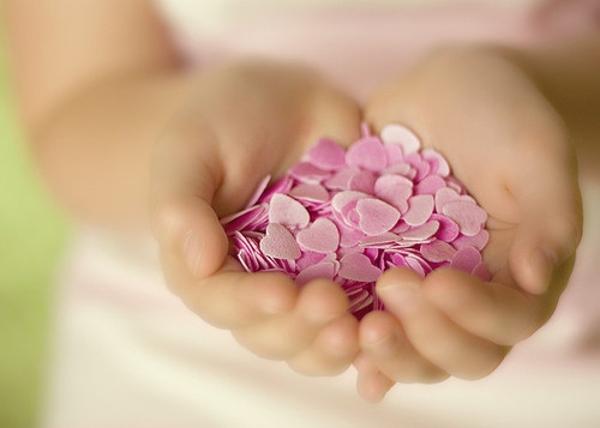 generosity-giving-hearts-love-pay-it-forward-favim-com-418398